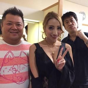 加藤紗里とブラマヨの2人(出典:https://www.instagram.com/katosari)