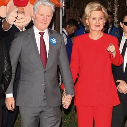 """【イタすぎるセレブ達】ケイティ・ペリー、ハロウィン仮装でヒラリー・クリントン氏に 後ろに""""あの人""""の姿も!"""