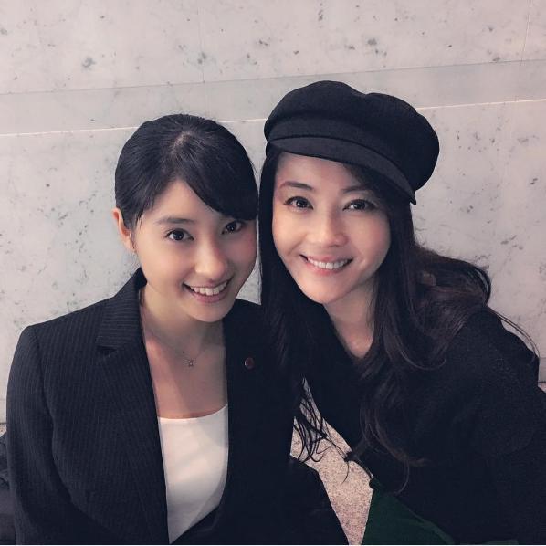 土屋太鳳と観月ありさ(出典:https://www.instagram.com/alisa_mizuki)