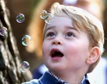 【イタすぎるセレブ達】英ジョージ王子 フェンシングに興味津々 可愛らしいその理由とは?