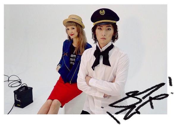 撮影用衣装のビッケブランカ:右(出典:https://www.instagram.com/vickeblanka)