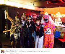 """【エンタがビタミン♪】YOSHIKI、""""千手観音""""とXポーズ 誕生日を祝福される"""