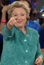 【イタすぎるセレブ達】ヒラリー・クリントン氏感激 自宅近くに「あなたは米国の英雄」のメッセージ多々