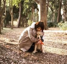 【エンタがビタミン♪】石田ゆり子、愛犬を抱きしめる姿に「愛が溢れてる」の声