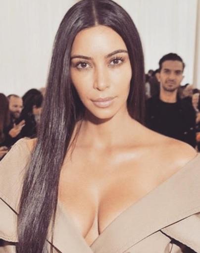 キム・カーダシアン、次の妊娠は「ハイリスク」(出典:https://www.instagram.com/kimkardashian)