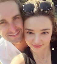 【イタすぎるセレブ達】ミランダ・カー、SnapchatのCEOと婚約パーティを開催
