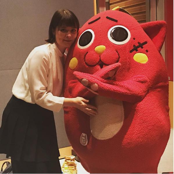MC・奥浜レイラとにゃんごすたー(出典:https://www.instagram.com/laylaokuhama)