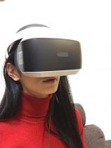 【エンタがビタミン♪】佐藤かよがバーチャルリアリティシステムを装着「なんだか未来からきたお姉さん」