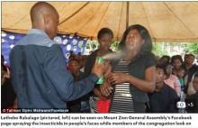 【海外発!Breaking News】ガンやHIVが治る 信者の顔に殺虫剤をスプレーする牧師(南ア)
