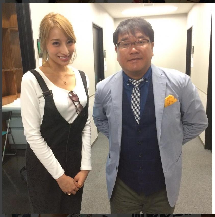 カンニング竹山とのツーショット。この頃は皆笑顔がぎこちない(出典:https://www.instagram.com/katosari/)