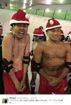 """【エンタがビタミン♪】アンガ田中とオードリー春日 """"裸のサンタ""""で体格差が歴然"""