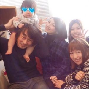 後藤真希(中央)とマネージャー、撮影スタッフ(出典:https://www.instagram.com/goto_maki923)