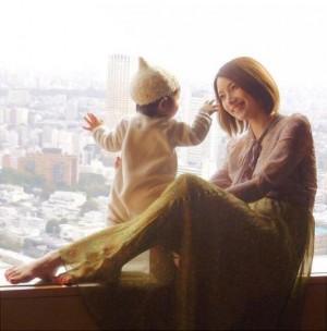 """【エンタがビタミン♪】後藤真希、娘との""""天使""""ショットが「お母さんの顔」「なんか感動する」"""
