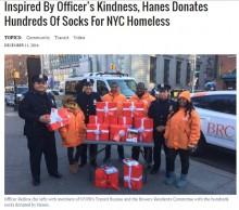 【海外発!Breaking News】「ホームレスにも温もりを」NY市警にHanesが協力 大量の靴下をプレゼント!