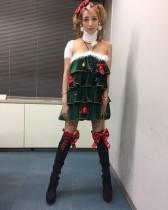 【エンタがビタミン♪】加藤紗里、首コルセットでクリスマス衣装 交通事故も多忙で入院できず 「顔が死んでる」