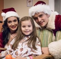 【イタすぎるセレブ達】ケイティ・ペリー&オーランド・ブルーム サンタの衣装で小児病院を訪問