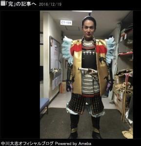 秀吉の陣羽織を内緒で着る中川大志(出典:http://ameblo.jp/nakagawa-sd)
