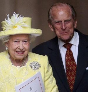 """【イタすぎるセレブ達】エリザベス女王の夫エディンバラ公の""""豪快伝説"""" 「まるでジェームズ・ボンド」との声も"""