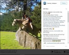 【海外発!Breaking News】牛に乗って草原を駆ける少女の姿が勇ましすぎる!(ニュージーランド)