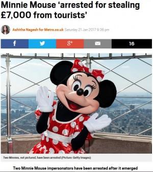 """【海外発!Breaking News】ミニーマウスの姿で観光客にスリを働いた2人組 """"衣装""""の中には98万円!(スペイン)"""