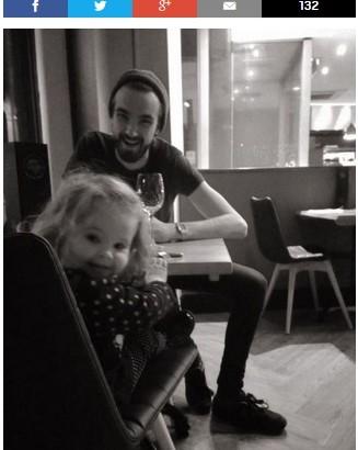 """【海外発!Breaking News】「ママが友人と少しでも楽しめるように…」 2歳女児にウエイターが""""神対応""""(英)"""