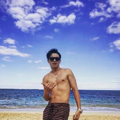 """【エンタがビタミン♪】オリラジ藤森、ハワイで""""チャラ男""""らしさ全開も「意外といい体してる」"""