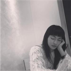 """【エンタがビタミン♪】長谷川京子""""居眠り""""姿も美しい 「ぱっつんがお似合い」の声も"""