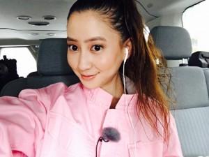 ピンクのつなぎ姿に「おかえり」の声が続々と(出典:https://www.instagram.com/mayukokawakitaofficial)