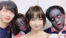 【エンタがビタミン♪】篠田麻里子&横浜流星、ゾンビも一緒に白目 舞台『バイオハザード』では見られぬレアショット