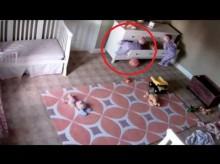 【海外発!Breaking News】子育て中の方は必見! 2歳双子が遊ぶ引き出しが倒れて救出されるまで(米)<動画あり>
