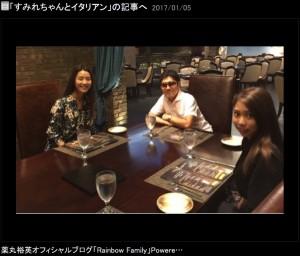 薬丸裕英らとハワイでランチしたすみれ(出典:http://ameblo.jp/yakumaru-hirohide)
