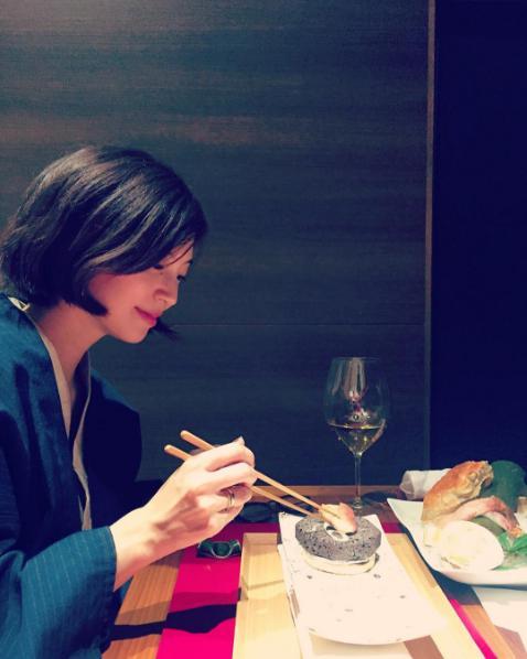 熱海を夫婦旅行する安田美沙子(出典:https://www.instagram.com/yasuda_misako)