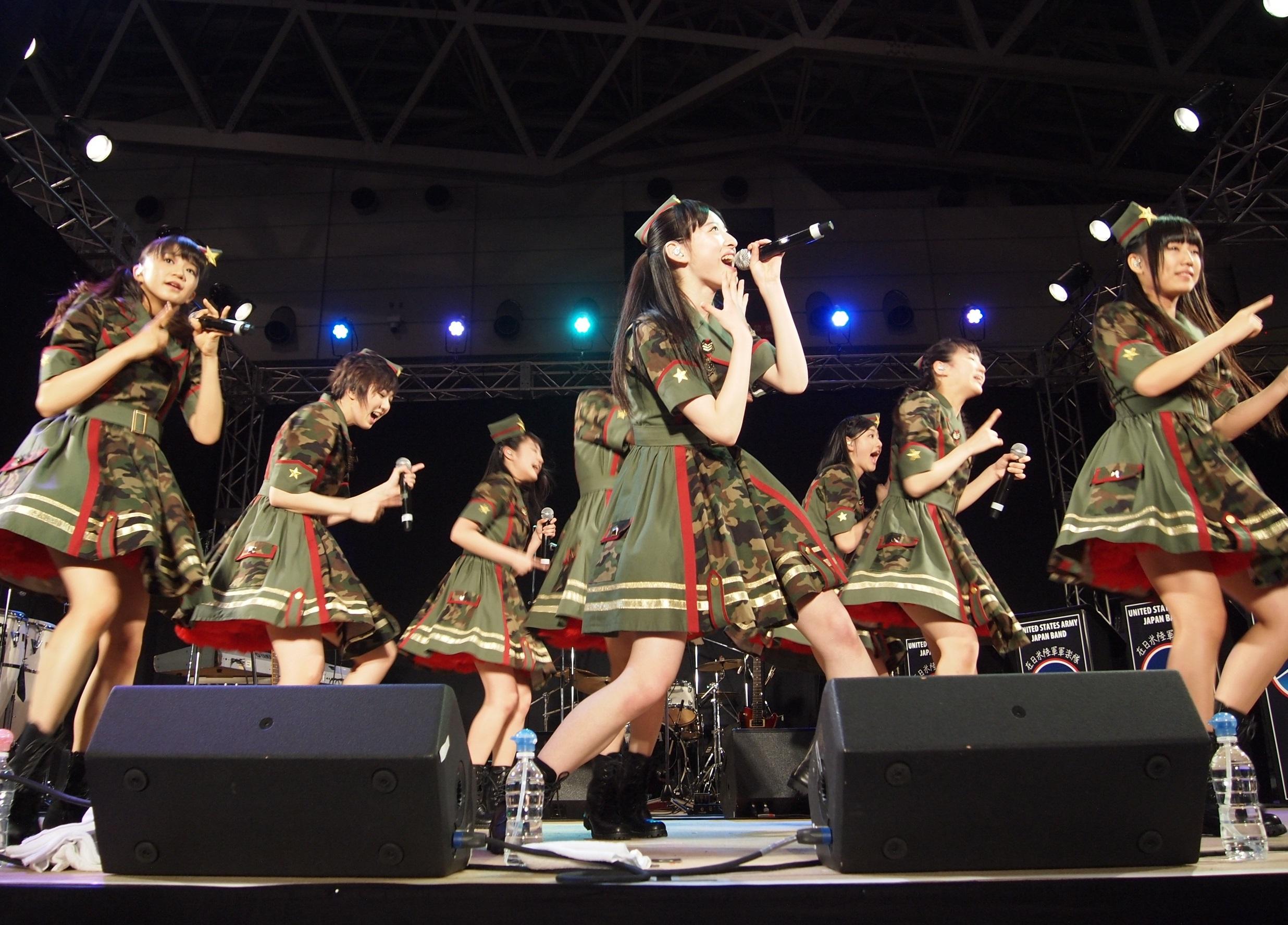 エビ中ステージにて 前列中央が松野莉奈さん
