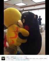【エンタがビタミン♪】くまモン、はばタンとハグ 兵庫県・金澤副知事を表敬訪問して出迎えられる