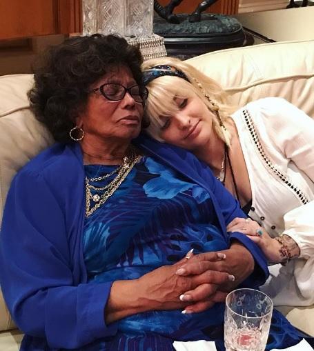 マイケル・ジャクソンの母と長女(出典:https://www.instagram.com/parisjackson)