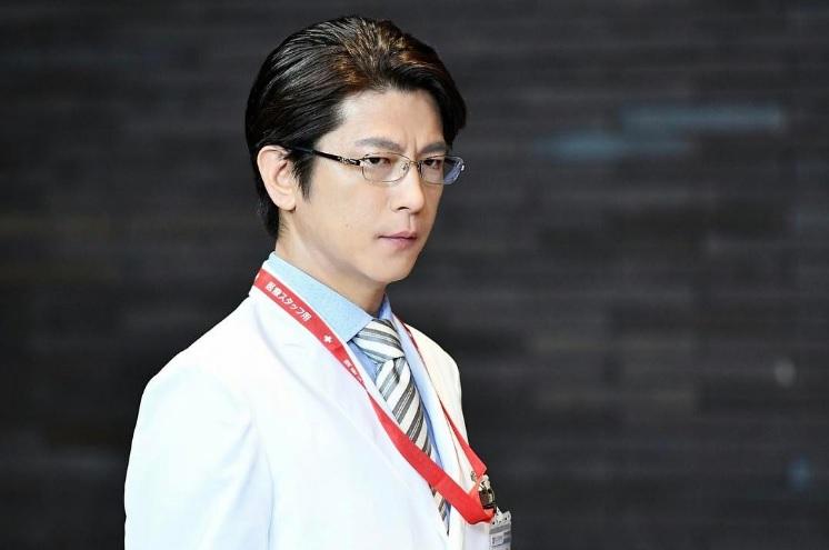 『A LIFE』で第一外科部長を演じる及川光博(出典:https://www.instagram.com/a_life_tbs)