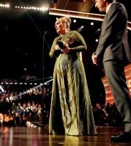 【イタすぎるセレブ達】アデル、グラミー賞受賞でビヨンセに感謝 「あなたがずっと大好き」とトロフィーを半分に折る