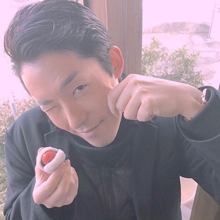 「 撮影有岡」と記した中田敦彦(出典:https://www.instagram.com/atsuhikonakata)