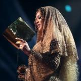 【イタすぎるセレブ達】ビヨンセ、グラミー賞でアデルに完敗 主催側は「人種問題は関係ない」