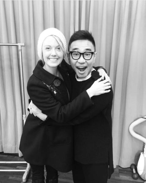 シャーロットと八嶋智人(出典:https://www.instagram.com/charlottekatefox)