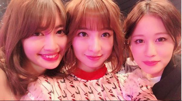 小嶋陽菜、篠田麻里子、前田敦子(出典:https://www.instagram.com/shinodamariko3)