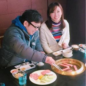 焼肉を食べる天野ひろゆきと吉木りさ(出典:https://www.instagram.com/risayoshiki0727)