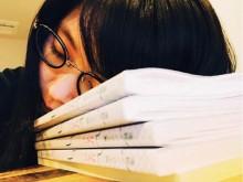 【エンタがビタミン♪】有村架純、めがね姿で居眠り 朝ドラ『ひよっこ』のセリフ覚えが大変そう