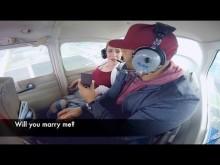 【海外発!Breaking News】空の上でのロマンチックなプロポーズのはずが…ヘリに酔った男性、嘔吐するも彼女は「イエス!」(米)<動画あり>