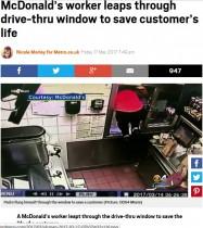 【海外発!Breaking News】マックの従業員、ドライブスルーで意識不明になった女性を窓から飛び出し救う(米)