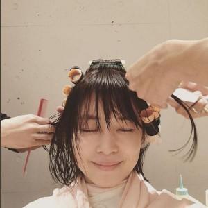 パーマをかける石田ゆり子(出典:https://www.instagram.com/yuriyuri1003)