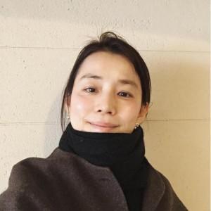 石田ゆり子による「にんげん」ショット(出典:https://www.instagram.com/yuriyuri1003)