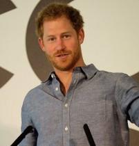 【イタすぎるセレブ達】ヘンリー王子、恋人メーガン・マークルのため胸毛をワックス脱毛!