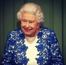 """【イタすぎるセレブ達】英エリザベス女王は""""倹約家"""" 包装紙は捨てずにとっておくほど"""