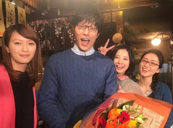 『東京タラレバ娘』でクランクアップを迎えた鈴木亮平(出典:https://www.instagram.com/tarareba_ntv)